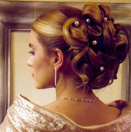 Acconciature eleganti capelli medi