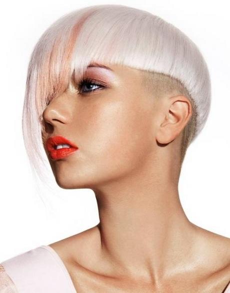 Donna moderna capelli corti