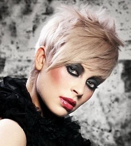 Tagli capelli corti biondo platino