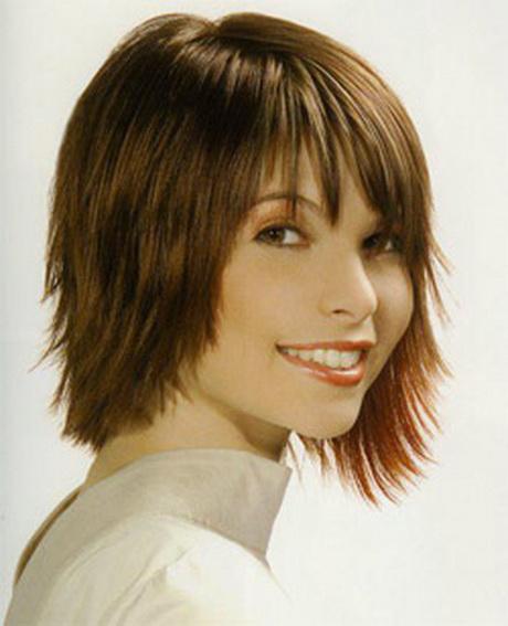 Tagli capelli media lunghezza scalati