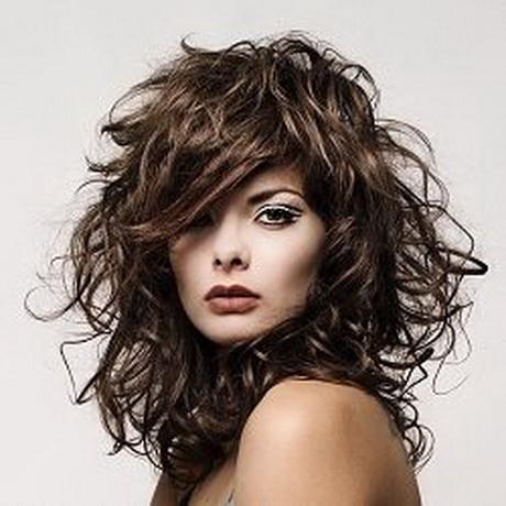 Tagli medi capelli ricci