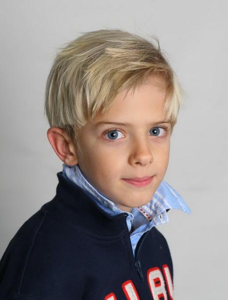 Taglio capelli bambino foto