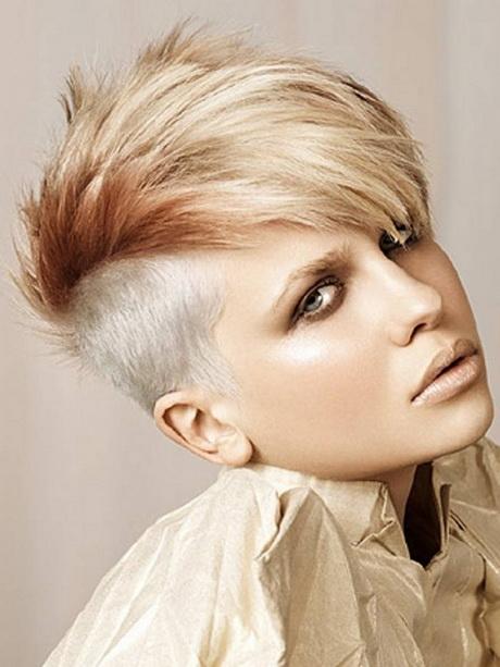 Taglio capelli corto femminile