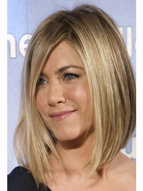 Taglio capelli donna medio corto