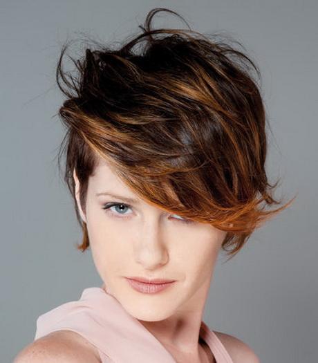 Taglio capelli donna moderno