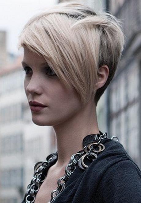 Taglio di capelli corti da un lato