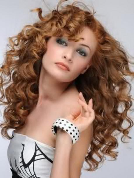Taglio di capelli ricci donna