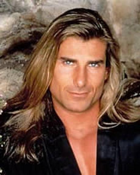Uomini con capelli lunghi