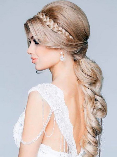 Acconciature per matrimonio capelli lisci for Cappelli per matrimonio