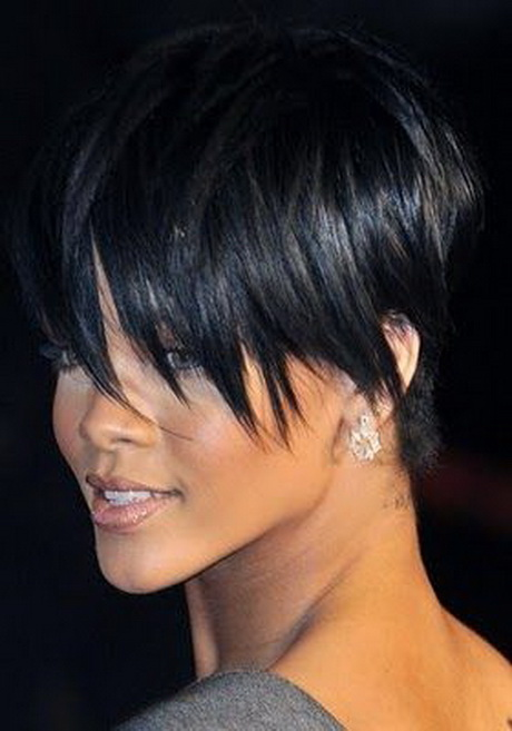 Capelli corti neri donna