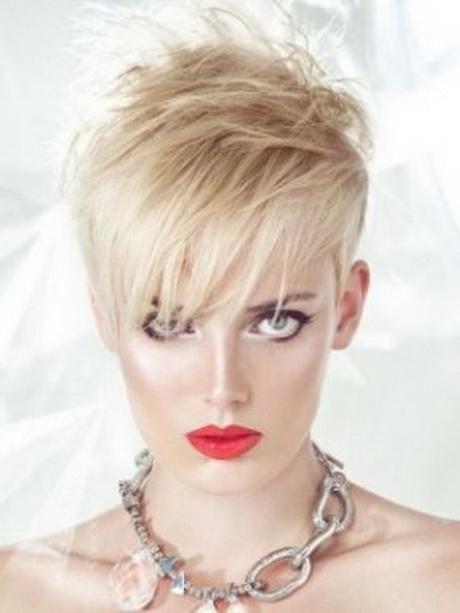 Modelli capelli corti donna