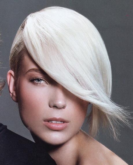 Tagli capelli strani donna