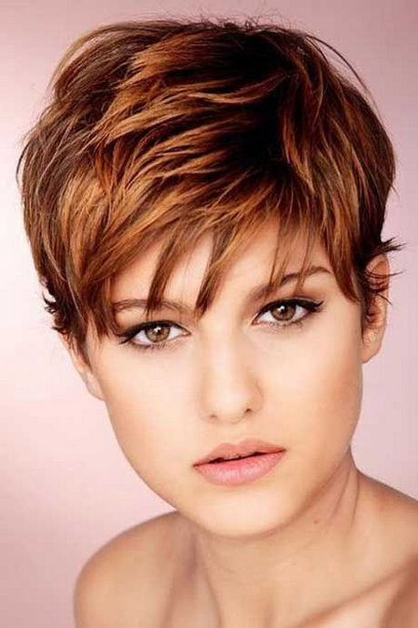 Tagliare i capelli corti donna