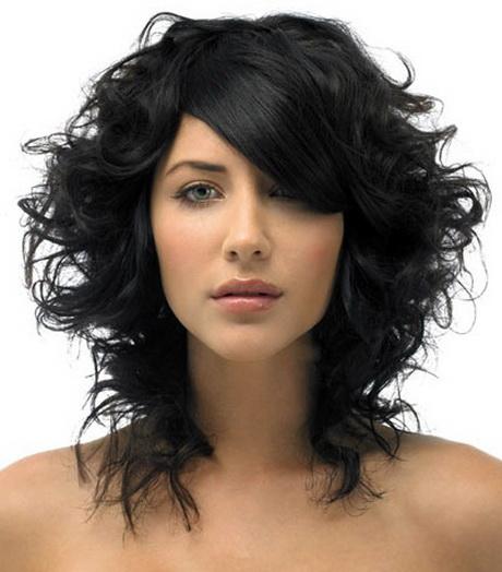 Taglio capelli ricci corti scalati