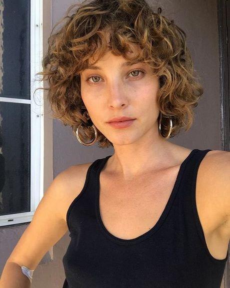 Taglio capelli corti scalati 2020