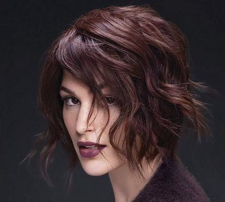 Tagli capelli lunghi scalati sfilati