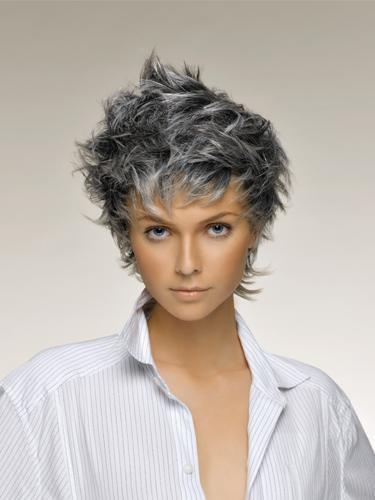 Tagli corti capelli grigi