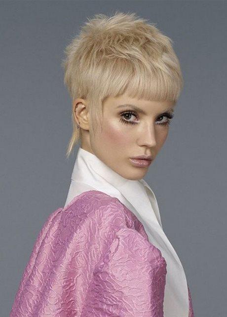 Tagli capelli donne 2021 corti