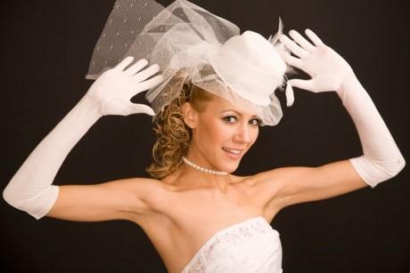 Acconciature con cappello matrimonio for Cappelli per matrimonio