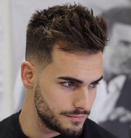 Taglio capelli ciuffo laterale uomo