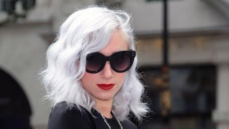 Capelli ricci bianchi - Bagno di colore copre i capelli bianchi ...
