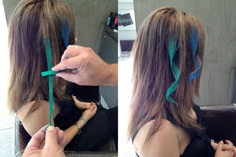 Ciocche colorate su capelli castani