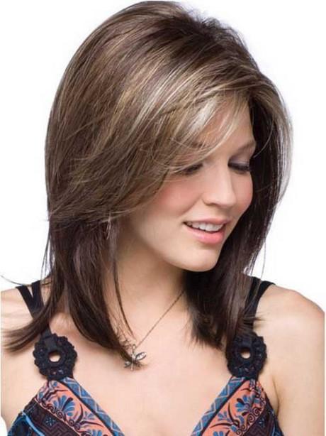 Tagli capelli di media lunghezza
