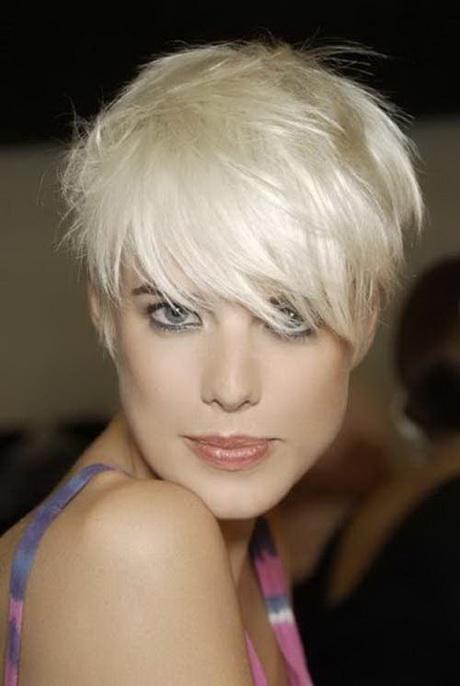 Taglio capelli donna corto 2016