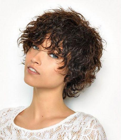 Taglio corto donna capelli ricci