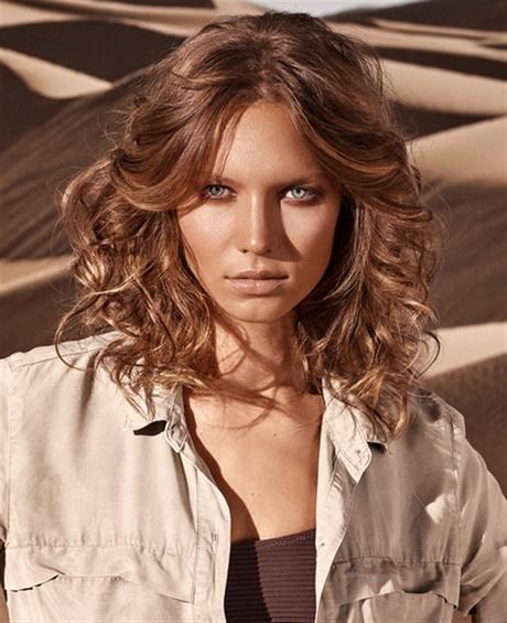 Taglio capelli mossi viso lungo