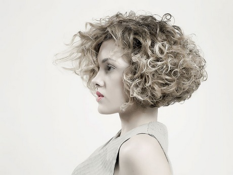 Taglio di capelli frangia laterale