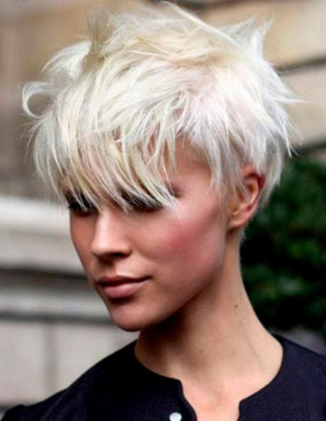 Foto capelli rasati donna