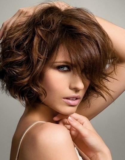 Piega capelli corti mossi