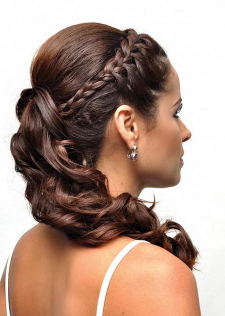 Acconciatura capelli lunghi semi raccolti