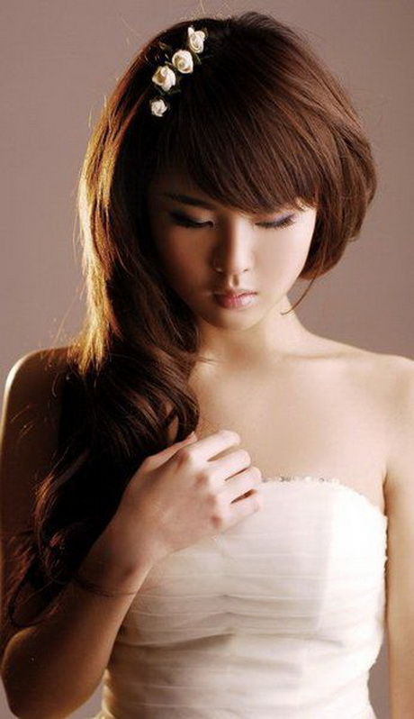 Acconciature capelli lunghi lisci sciolti