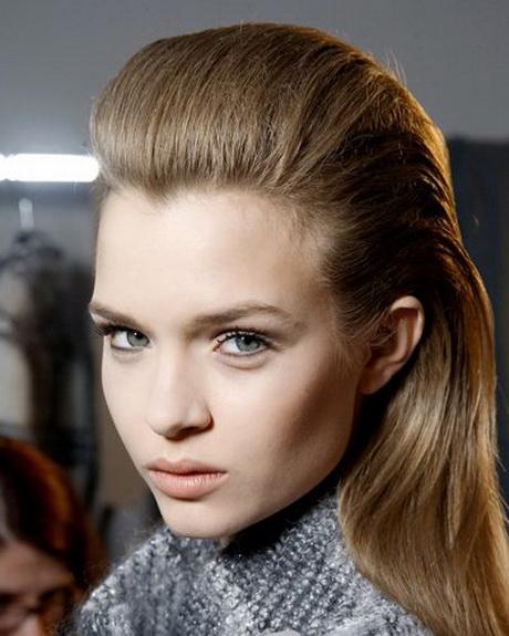 Acconciature capelli sciolti lisci