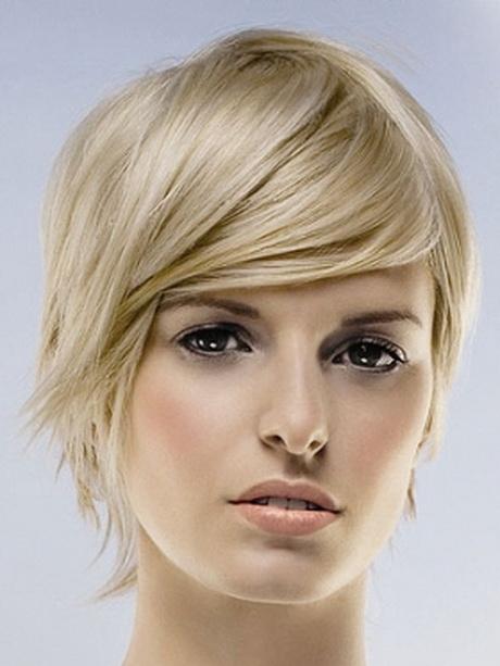 Tagli capelli corti lisci femminili