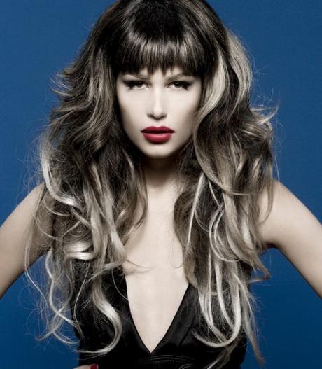 Tagli capelli lunghi con frangia