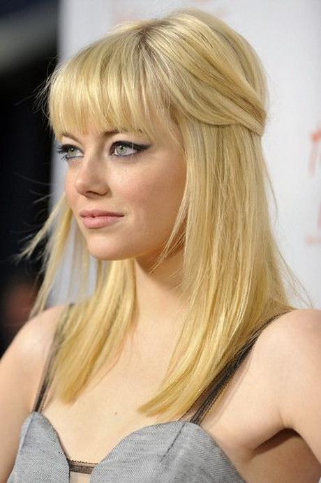 Tagli capelli medio lunghi con frangia