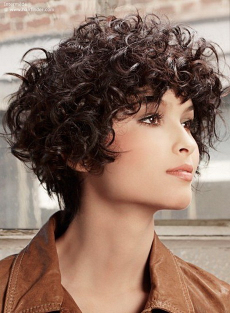 tagli capelli ricci corti  frangia