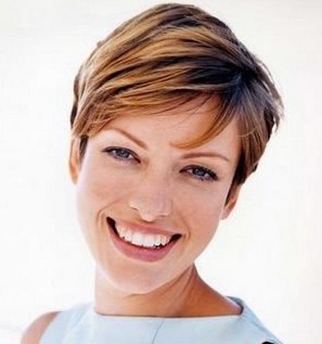 Tagli corti per capelli lisci