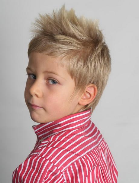 Taglio capelli corti bambino