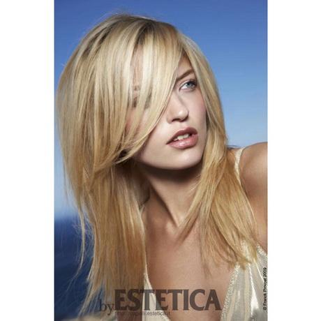 Taglio capelli medio lunghi donna