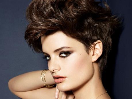 Taglio corto capelli ricci donna