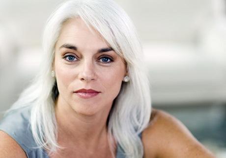 Donna capelli bianchi