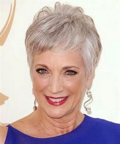 Tagli capelli per donne 50enni