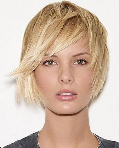 Taglio capelli corti donna scalati