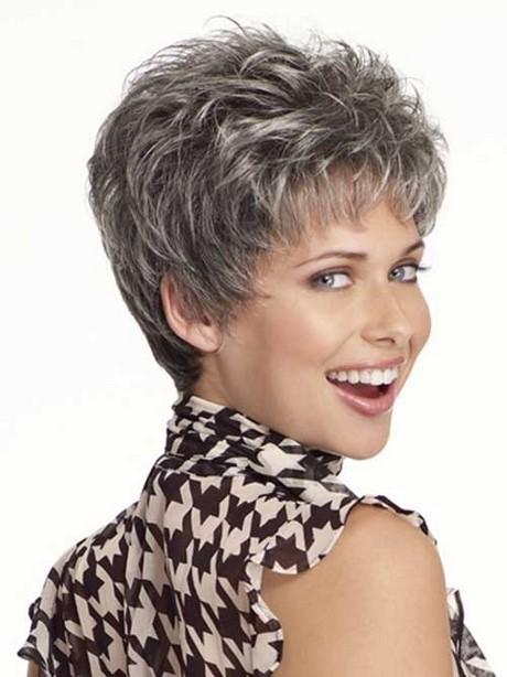 Taglio capelli grigi corti