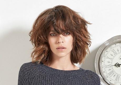 Tagli capelli medio corti mossi 2019