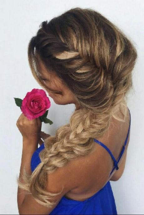 Treccia laterale capelli medi